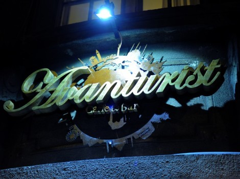 cafe bar avanturist kafe-bar-najbolji-kafici-beograda-beograd-nocu-848x564